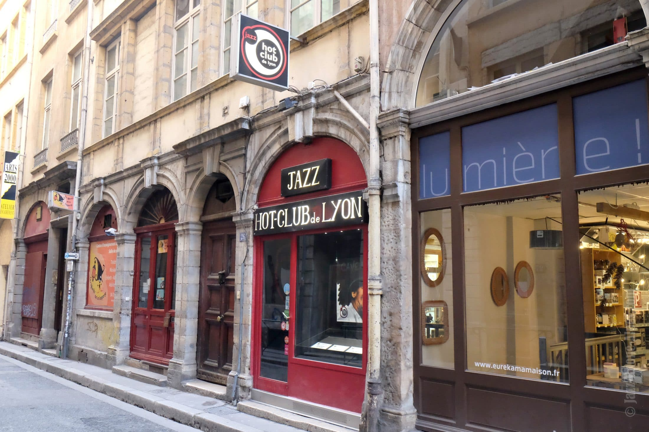 Hot-club-de-lyon-12074-2362x1575